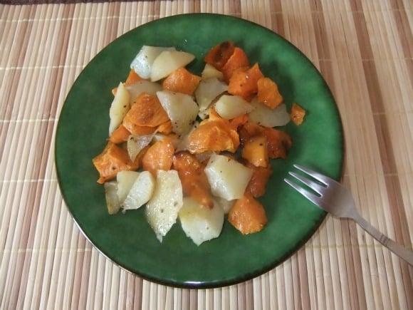 Receta de patatas y boniatos aromatizados al horno