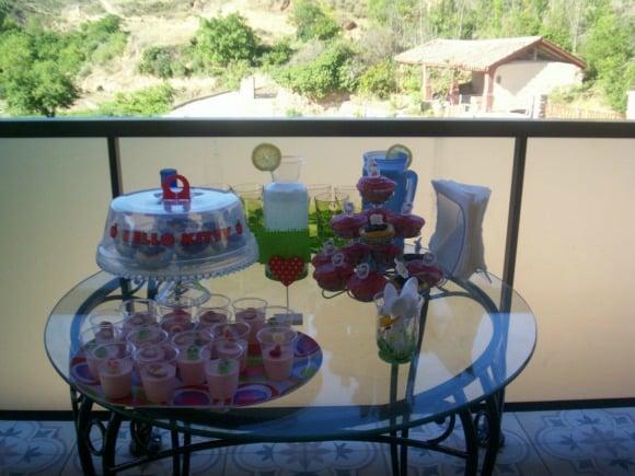 Merienda divertida con niños: limonada, magdalenas de colores y Danoninos caseros
