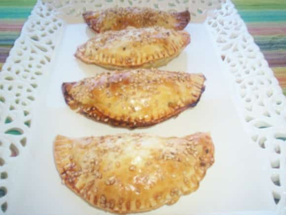 Receta de empanadillas de acelgas con piñones y cherrys secos