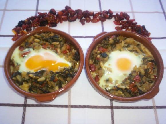 Receta de cazuelitas de huevos con acelgas y tomates secos al horno
