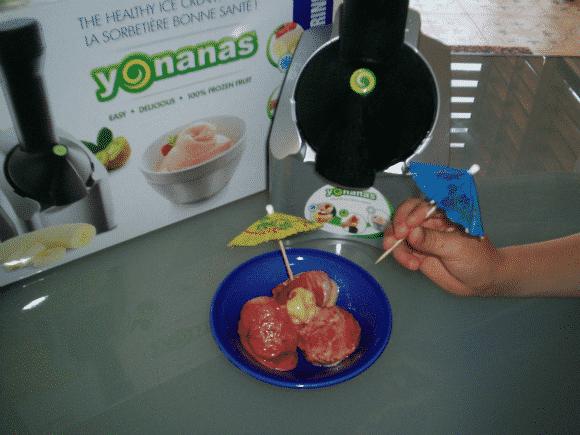 Haciendo helados 100% de fruta y naturales con Yonanas