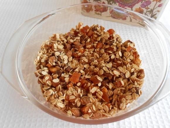 Receta de granola de avena, higos secos y canela