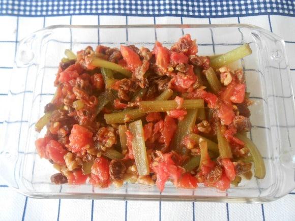 Receta de borraja con vinagreta tibia de tomate y frutos secos