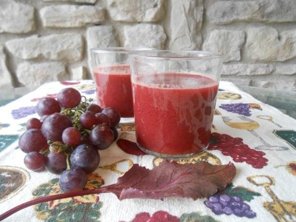 zumo de uva y hoja de remolacha