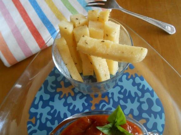 Receta de palitos de polenta al tomillo con ketchup casero