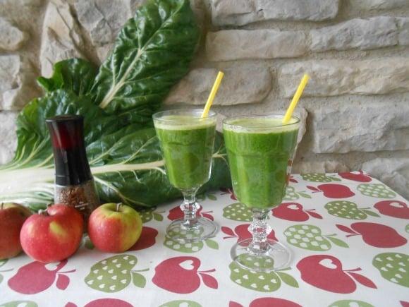 Zumo de acelgas y manzanas con semillas de lino