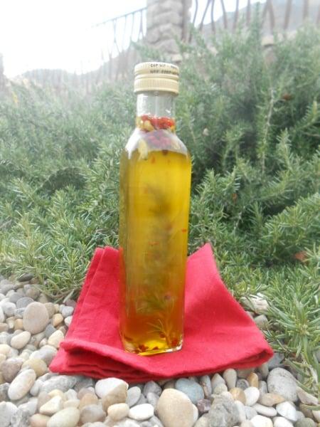 Receta de aceite aromático de romero, cardamomo y pimienta rosa
