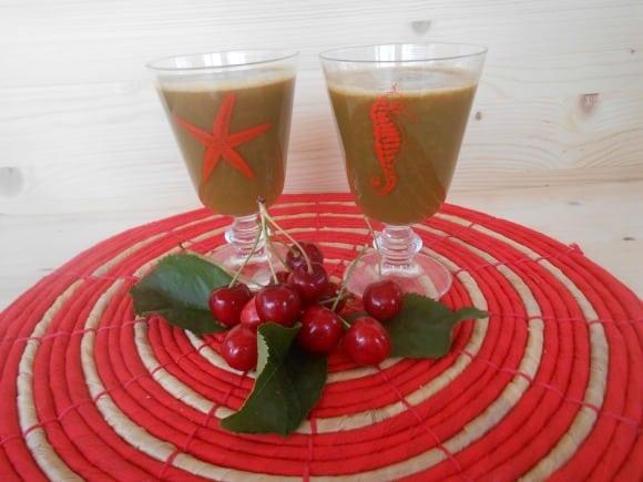 Receta de zumo de lechuga, cerezas, zanahorias y manzanas