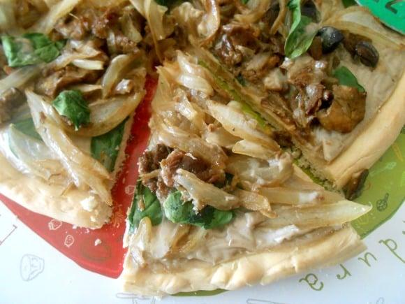 Receta de pizza campesina de setas y cebolla confitada con soja gratin