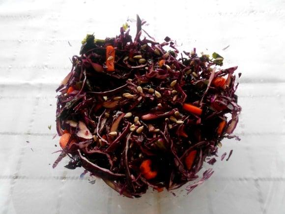 ensalada de lombarda y wakame
