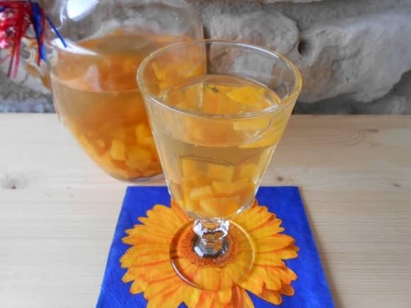Receta de ginger-sangría con melocotón