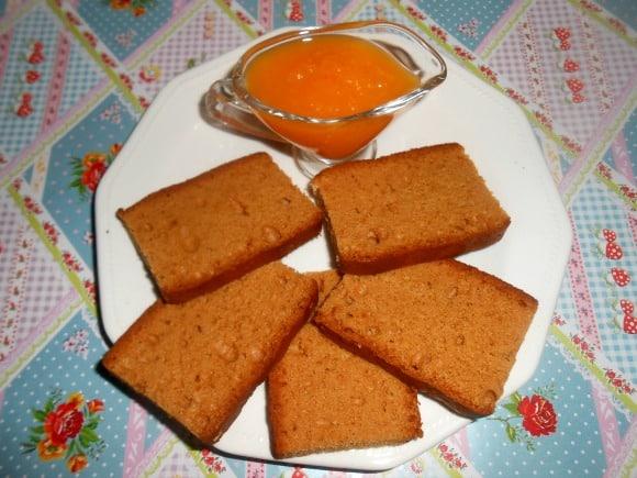 mermelada y pan