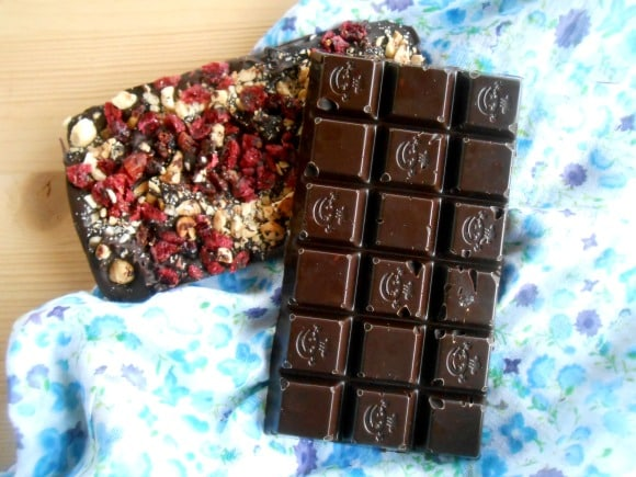 Receta de tabletas de chocolate caseras a la menta y con arándanos y avellanas
