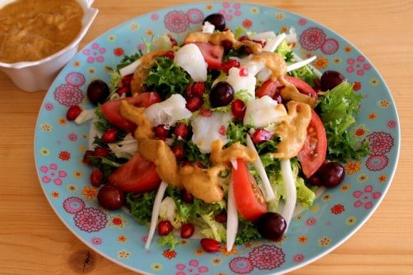 Receta de ensalada especial con vinagreta de pimiento y berenjena asados
