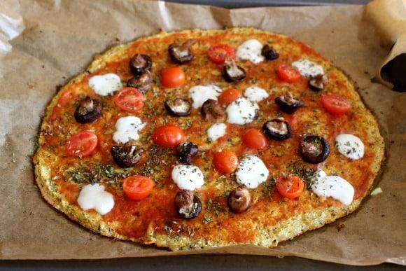 pizza casera con masa de coliflor